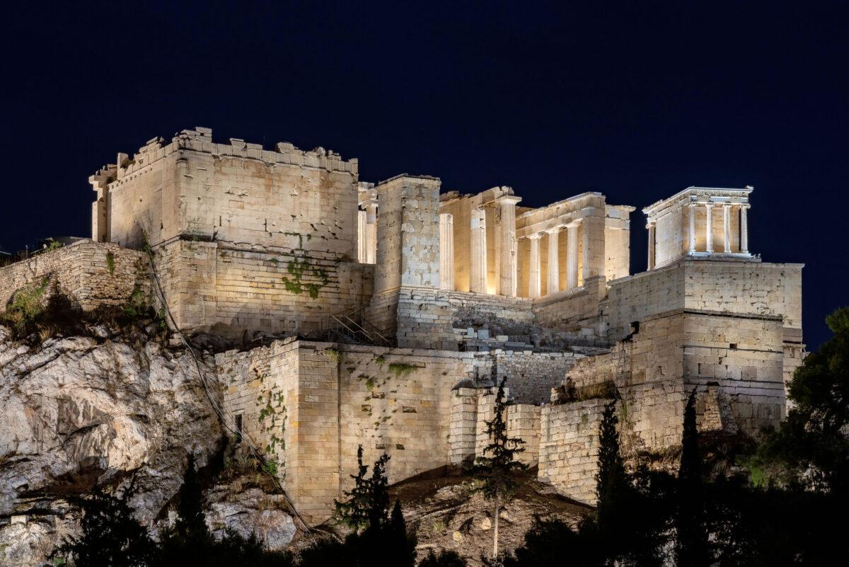The new lighting of the Acropolis (© Gavriil Papadiotis).