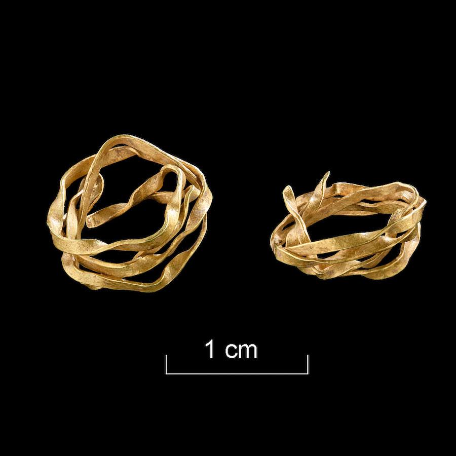 The gold wire spiral was found in the grave of an Early Bronze Age woman in Ammerbuch-Reusten, Tübingen district. Credit: University of Tübingen