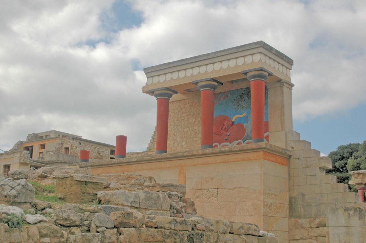 The Knossos palace (photo: Wikipedia)