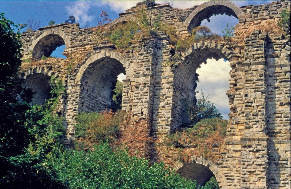 Managing the Aqueduct of Constantinople