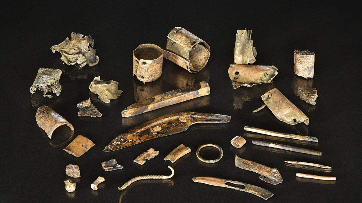 Bronze Age money across Europe: Metal scraps from the 'soldier's pouch' of the Late Bronze Age battlefield of Tollensee Valley, Mecklenburg-Vorpommern. Photo: Volker Minkus, copyright Thomas Terberger