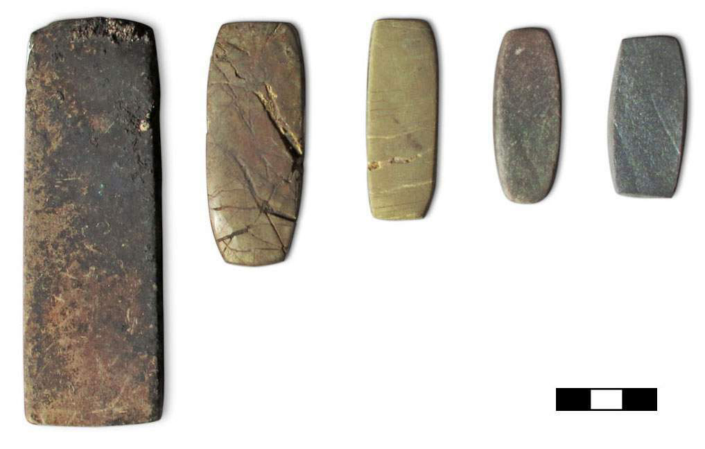 Mathematical analysis of balance weights (like the Bronze Age balance weights from southern Italy shown here) and metal scraps in Italy and Central Europe show that the weight unit (shekel) matches the weight of the metal scraps. This suggests that they were used as a common currency across Europe. (scale bar = 3cm). Photo: N Ialongo