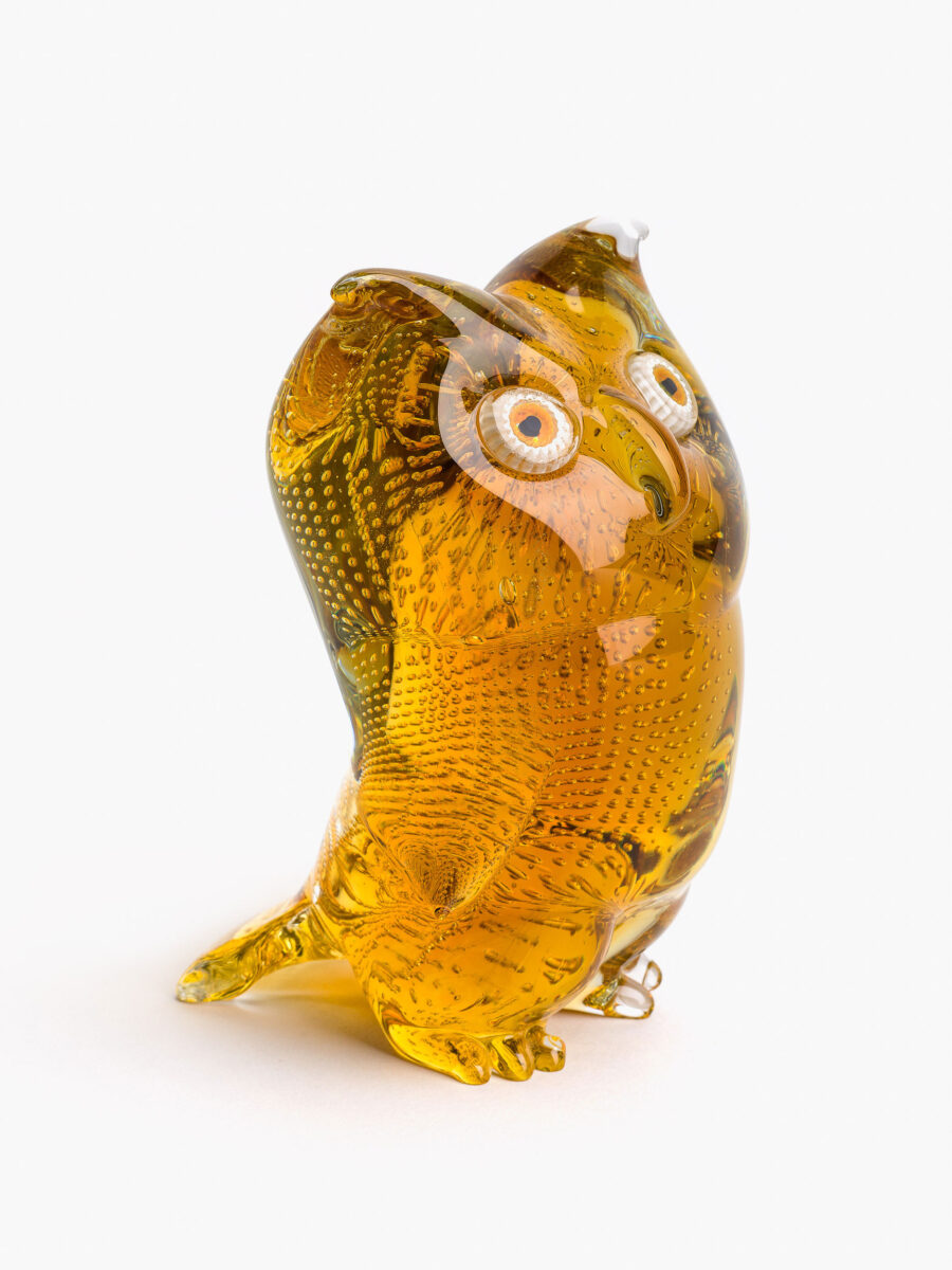 Owl in amber glass with murrine eyes, 1980s. Ph. Enrico Fiorese