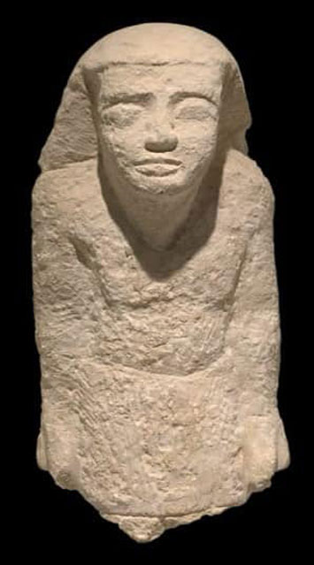 Ni Kao Ptah is shown standing and wearing a short skirt, although the statue's legs are missing. Credit : Egypt's Ministry of Tourism & Antiquities