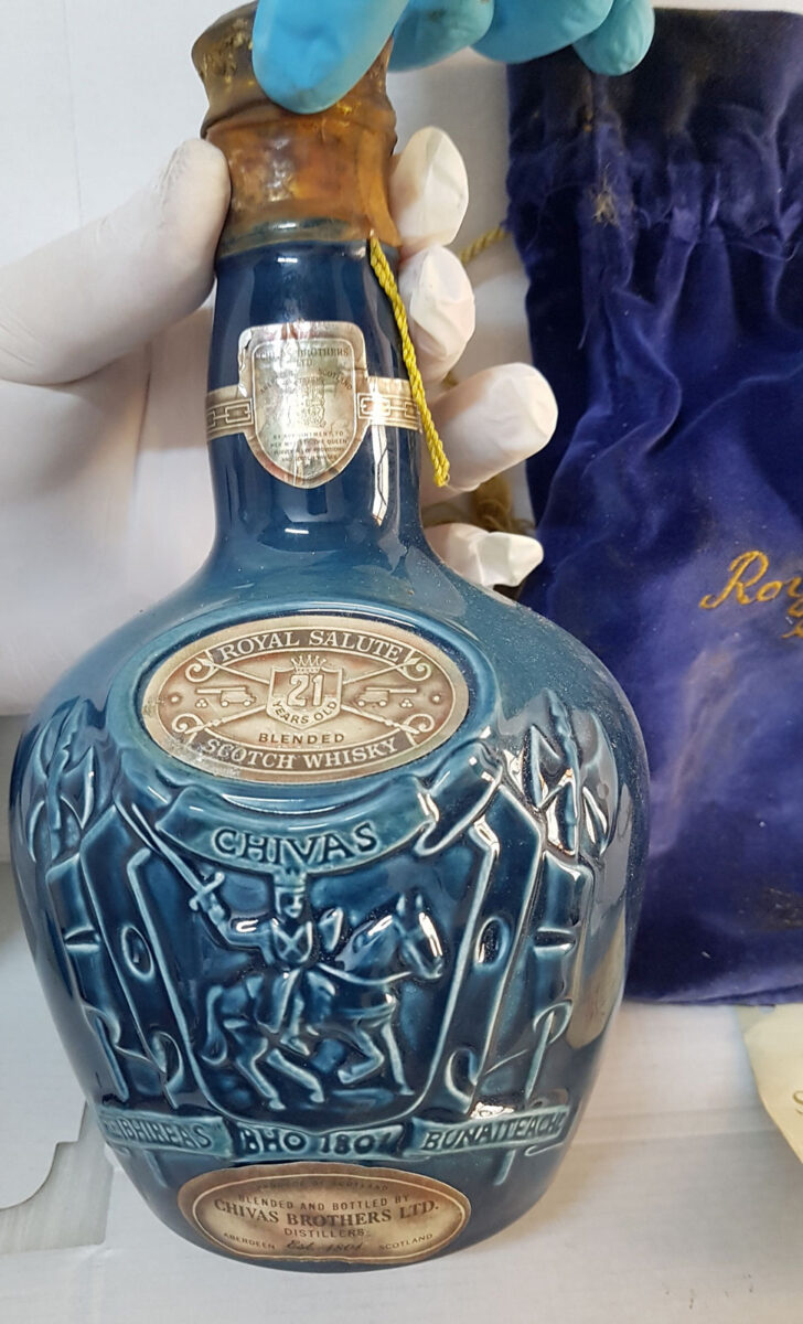 Collectible bottle of whiskey for the coronation of Queen Elizabeth (photo: MOCAS).