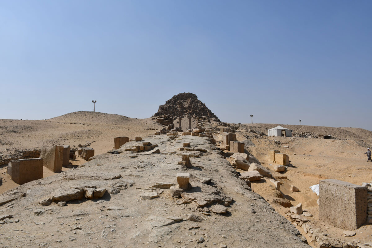1. General view of the Pyramid complex of Sahura at Abusir. Photo: M. I. Khaled.