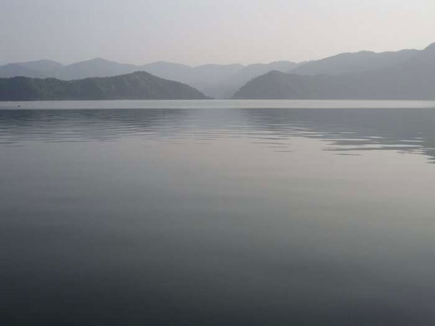 The calm lake has an abiotic and undisturbed lake bottom that favored the accumulation of annually layered.