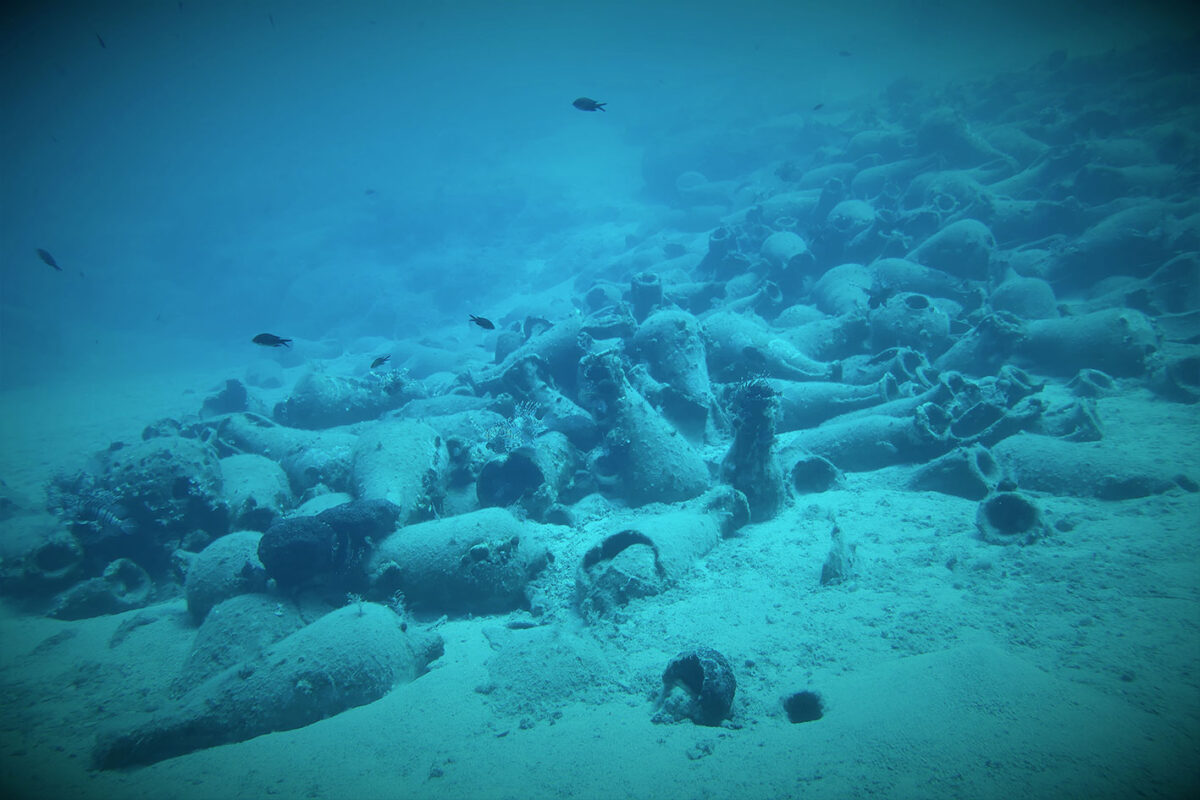 View of shipwreck cargo of 2nd c. AD amphorae (photo: MOCAS)