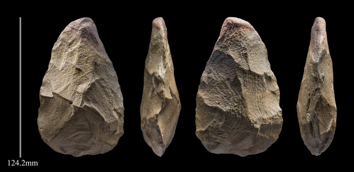 A 400,000 year 'handaxe' stone tool from Khall Amayshan 4. © Palaeodeserts Project
