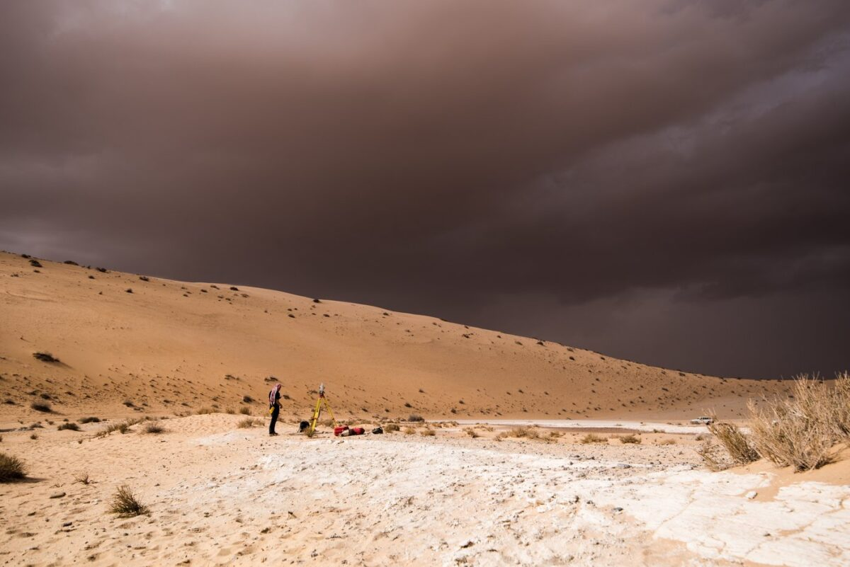 A storm arrives during archaeological excavation of the remains of ancient lake in northern Saudi Arabia, where ancient humans lived alongside animals such as hippos. © Palaeodeserts Project