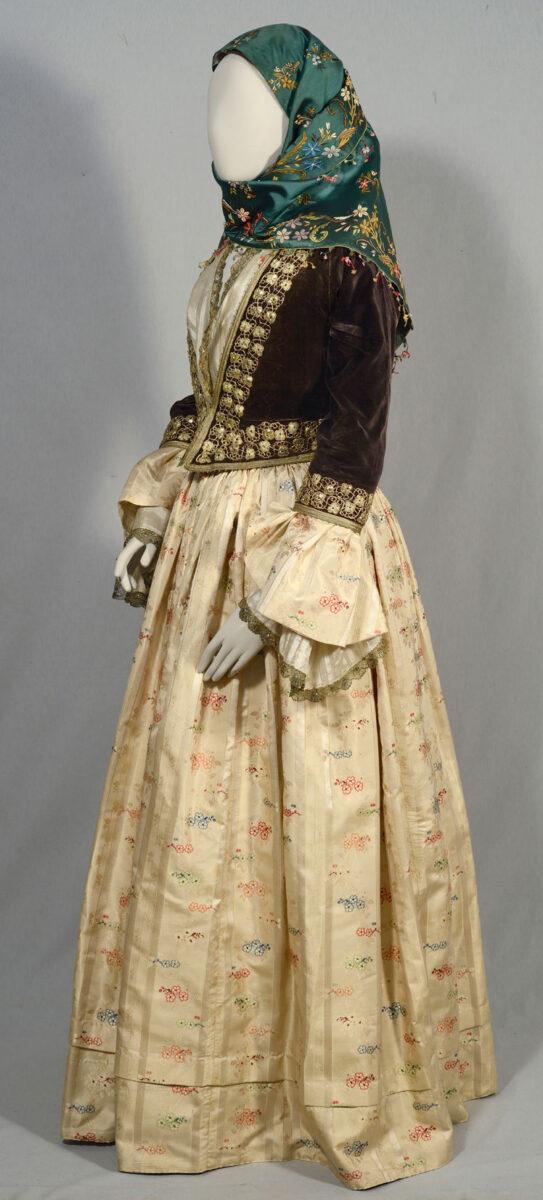 Dress of Maria Koundourioti, wife of Dimitrios Voulgaris, elected Prime Minister of Greece for 8 terms. Hydra, 1840-1860. Benaki Museum (Dress 9).
